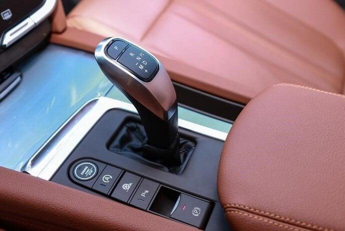 Hộp số tự động 8 cấp được trang bị trên VinFast Lux SA2.0