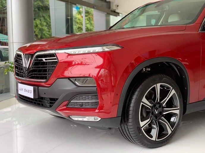 Thiết kế phần đầu xe và lốp xe VinFast Lux SA2.0