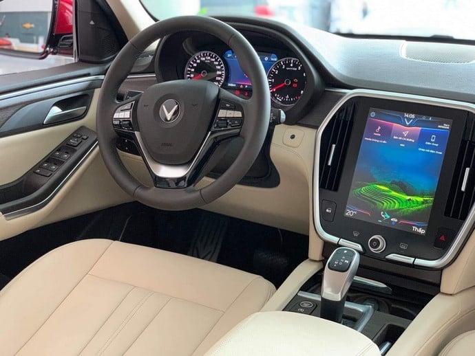 Nội thất bên trong phía bên ghế tài của VinFast Lux SA2.0