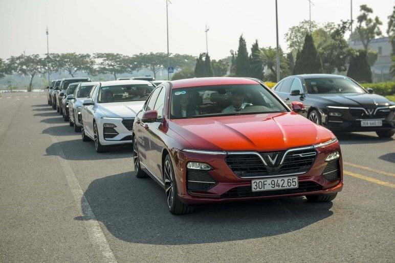 HLV Lái Xe Quốc Tế Nhận Định Thế Nào Về VinFast Lux