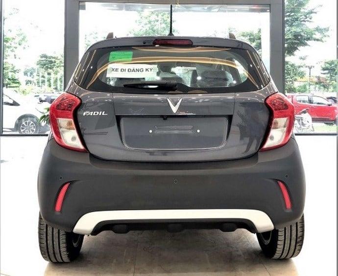 Phần đuôi VinFast Fadil Hatchback AT 1.4L Bản Tiêu Chuẩn