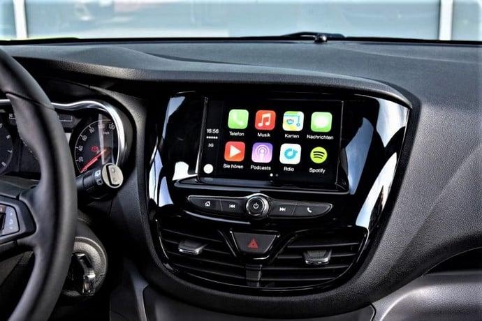 Các tiện ích giải trí có trên VinFast Fadil Hatchback AT 1.4L