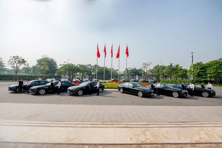 Bàn Giao Ô Tô VinFast Lux A2.0 Tại Hội Nghị Asean 2020