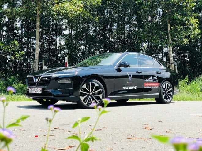 Trải Nghiệm Ô Tô VinFast Lux A2.0 Qua Lời Kể Của Người Dùng