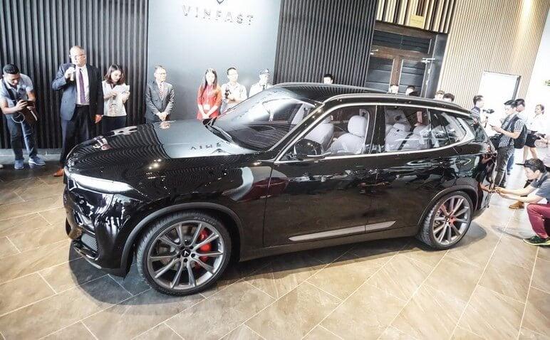 Phần ngoại thất thân xe VinFast Lux V8