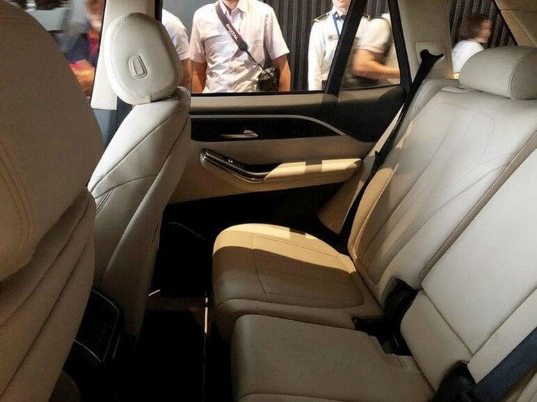 Phần nội thất phía sau VinFast Lux V8
