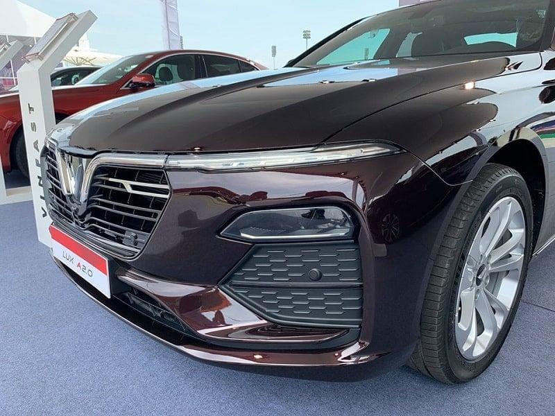 Giá xe VinFast Lux A2.0 mới nhất năm 2019