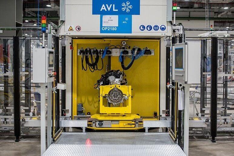 Khám Phá Xưởng Sản Xuất Động Cơ Ô Tô VinFast