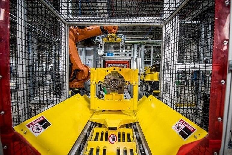 Tham Quan Xưởng Sản Xuất Động Cơ Ô Tô VinFast