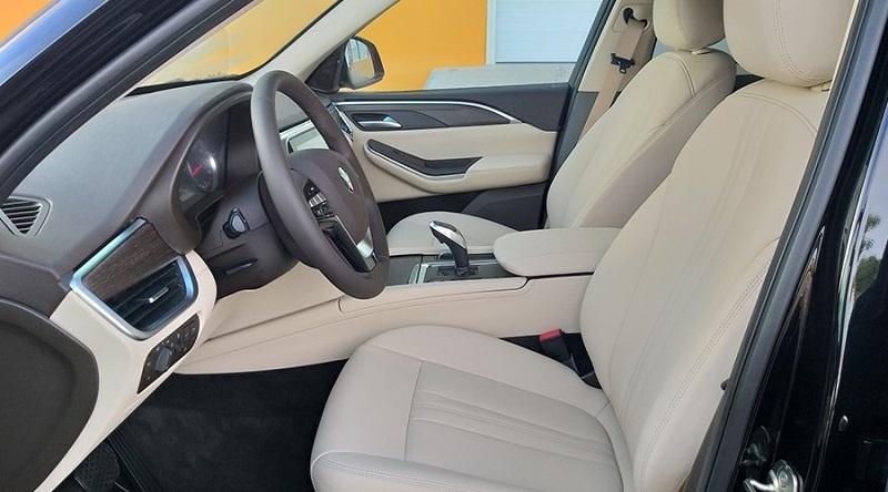 So sánh tổng quan VinFast Lux SA2.0 và Hyundai Tucson 2.0 10