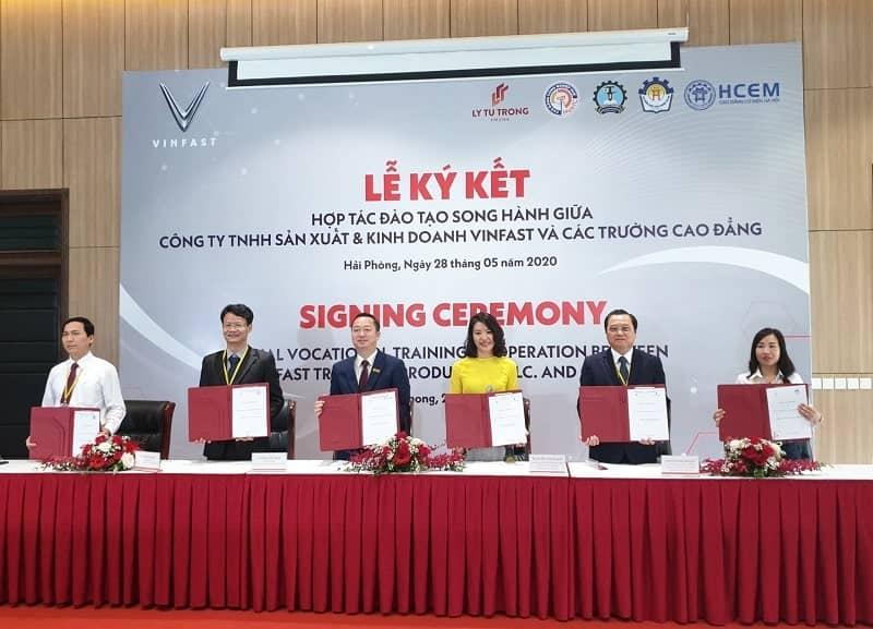 Thông tin buổi lễ ký kết khi VinFast hợp tác với các trường