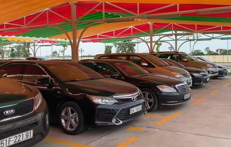 Người tiêu dùng Việt mang Porsche, Mercedes đổi xe VinFast