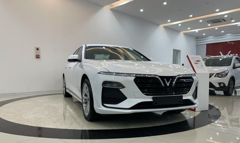 Xe VinFast LUX A2.0 bán ra 653 chiếc