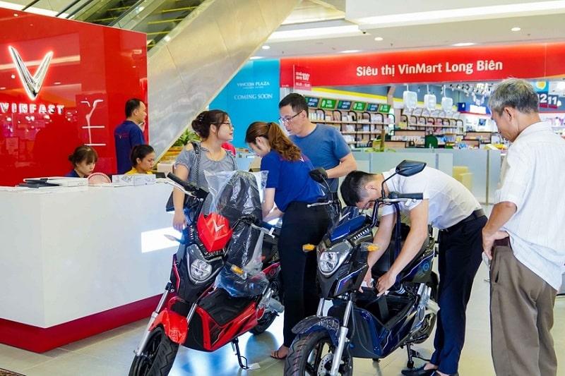 các chuỗi showroom để bày bán các mẫu xe máy điện