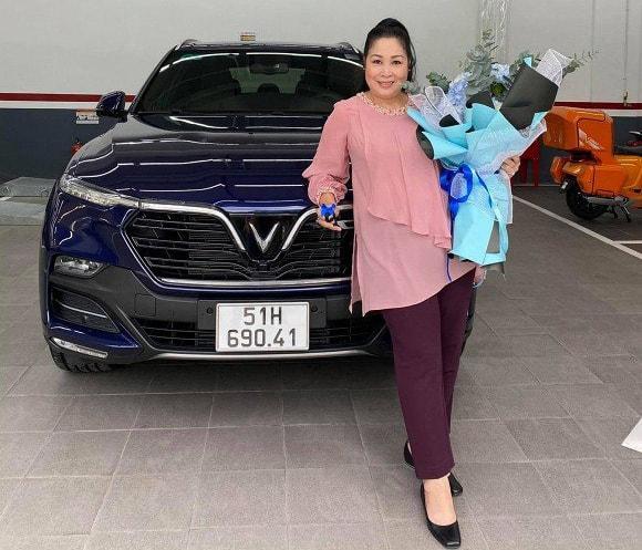 Hình ảnh diễn viên Lê Hồng Đăng mua chiếc SUV của VinFast 14