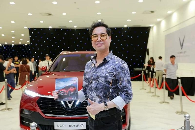 Hình ảnh diễn viên Lê Hồng Đăng mua chiếc SUV của VinFast 13