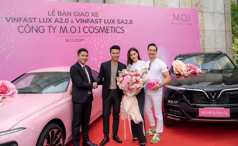 Hình ảnh diễn viên Lê Hồng Đăng mua chiếc SUV của VinFast 10
