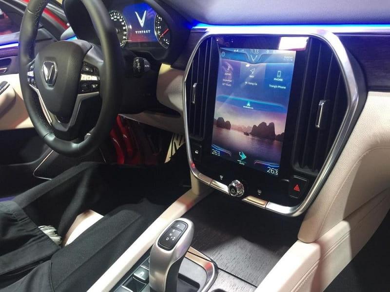 Trung tâm giải trí nhiều tiện ích của xe hơi VinFast 7 chỗ Lux Sa