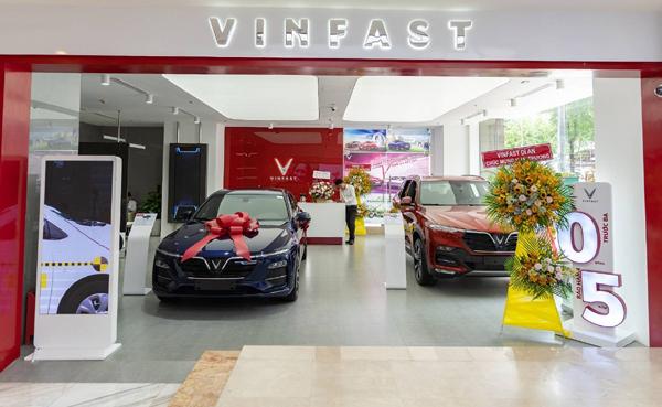 """VinFast – """"Người dẫn đầu"""" trên thị trường ô tô 2020"""
