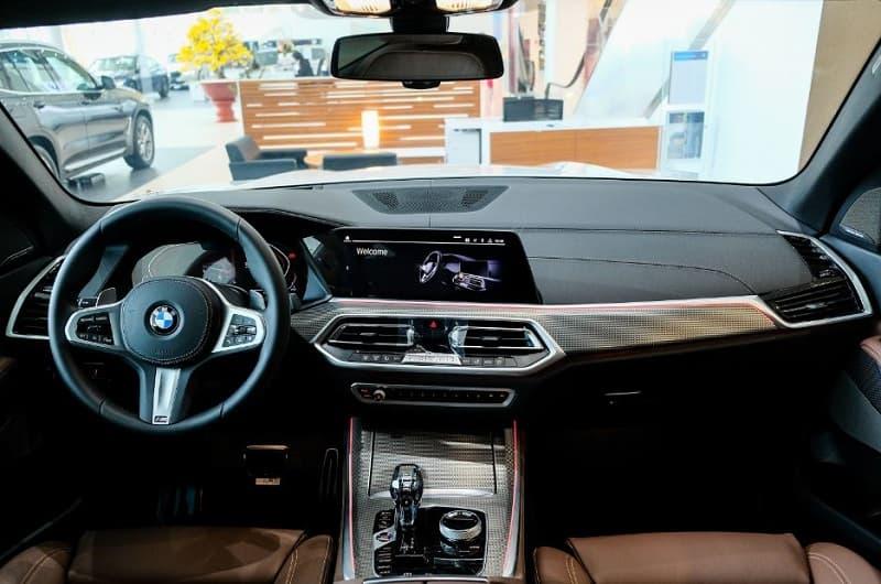 Khoang lái BMW X5 M