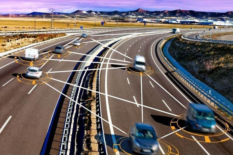 Mạng liên kết các phương tiên giao thông trong thời gian thực đối với xe tự lái trên xa lộ
