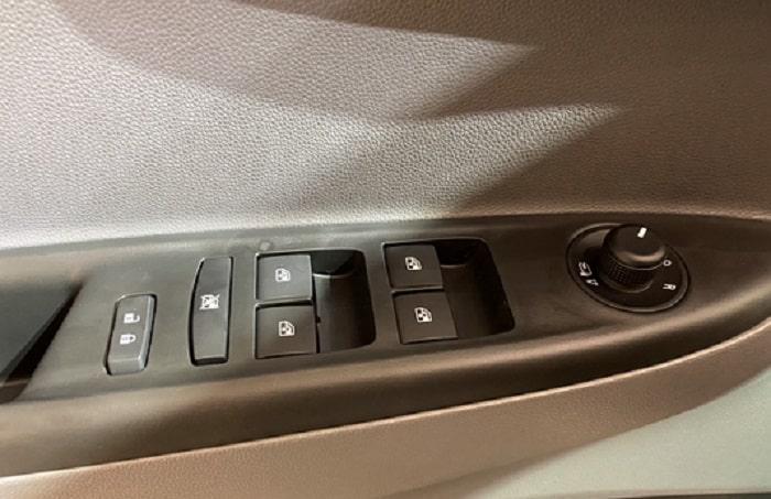 Điều chỉnh gương và ghế ngồi xe VinFast