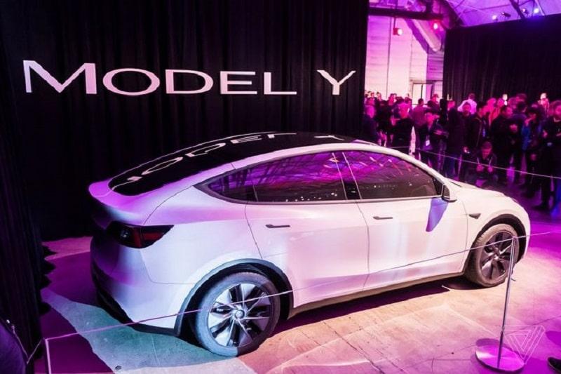 Lỗi trên xe Tesla tại Trung Quố