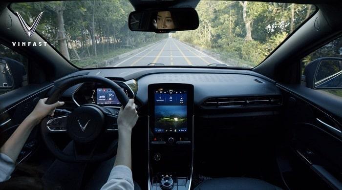 Trợ lý ảo trên xe VinFast điện: Hãng ô tô Việt chọn thương hiệu của Mỹ?